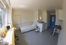 Résidence Les Hauts de l'Illberg (Mulhouse) / Localisation : à la périphérie du campus et à 10 mn du centre ville.  Loyer : 395,06 € (possibilité de bénéficier des APL)  Type de logements : 137 studios de 18m², certains accessibles aux personnes à mobilité réduite