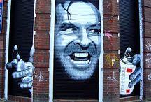 StreetArt / Za sprawą artysty o pseudonimie Banksy, street art przez ostatnie lata zyskał ogromną popularność. Kreatywne wykorzystanie przestrzeni miasta, pełne kolorów, inspirujące murale i ciekawe aranżacje natury. To wszystko i jeszcze więcej znajdziecie właśnie tutaj ;)
