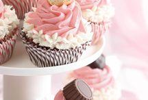 Mini Cakes, Cupcakes & Muffins / by Kristen Scott