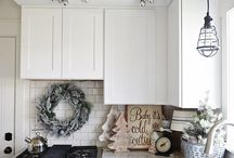 Festive Kitchens / Get in the Christmas spirit with these festive kitchens.