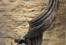 Esculturas de alambre, metal etc.