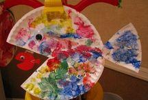 Ryba z taniera s farbami na štetci