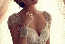 The dress & hair