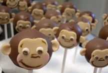 Cake Pops / by Beryl alias Momi Lee