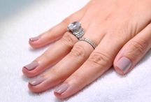 Nails / All about nails. How tos, DIY, etc. Quick fixes for chipped nails. Paint your nails like a pro guide.