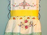 SEW- Apron inspiration / All kinds of aprons. Vintage, modern, recycled, and more.