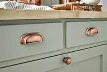 Copper and brass in the kitchen / Stainless steel and silver accessories are popular choices for the kitchen, however metals such as brass and copper will add a sophisticated warmth.