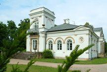 Orońsko - Pałac Józefa Brandta / Pałac Józefa Brandta w Orońsku wybudowany w drugiej połowie XIX wieku. Brandt był artystą malarzem, corocznie wraz z przyjaciółmi przyjeżdżał do Orońska, gdzie tworzyli. Obecnie znajduje się tu Centrum Rzeźby Polskiej ze stałymi i czasowymi wystawami.