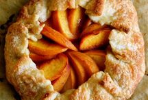 Millions of peaches / A photographic ode to my favorite fruit, which makes for delicious sweet AND savory dishes.