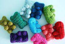 crafty... crochet food / by Danie Honeybun
