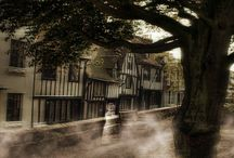 Haunted Rye / The medieval citadel of Rye is teeming with ghosts, which is not surprising due to the long and bloody history of this ancient Cinque Port, with its tales of murder, smuggling, pirates and slaughter.
