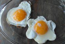 Pasen / Het ontbijt in onze Bed & Breakfast is altijd een feestje maar met Pasen is het natuurlijk extra uitgebreid. Daarnaast hopen we op een zonnetje zodat er in de tuin ook genoten kan worden.