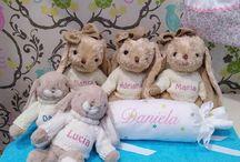 Peluches personalizados de bordadosinfantiles / Nuestros peluches son súper suaves, especiales, únicos y exclusivos porque cada peluche es personalizado con el nombre del bebé bordado.