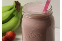 Almond milk smoothie / by Colleen Niewinski