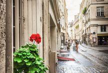 Le Marais - Paris, Frankreich / Das Marais-Viertel in Paris ist extrem in. In den liebenswerten Altbauten und verwinkelten Straßen richten sich die Kreativen von heute neu ein.