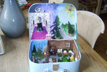 Miniature dollhouse in a suitcase: Snow White / When you open this suitcase you'll find the Snow White Story, with a tiny garden with a little lake and a room with seven beds and other fun stuff. The bad Queen also has a place in this small suitcase....♥