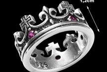 Anéis - Coroas! / Maior símbolo de realeza, as coroas se transformam em lindos acessórios para completar o look de quem se sente uma rainha ou princesa!