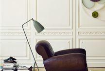 Fauteuil club Marché Dauphine Paris / La forme du fauteuil club est né au début du xxe siècle.  Avec une grande simplicité, l'époque Art déco a dessiné des fauteuils caractérisés par des lignes souples et épurées, par opposition à l'Art nouveau dès 1910.