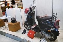 APIA & VESPA / Skutery #Vespa i #buty #Apia. Doskonały duet. Wystawa sklepowa w salonach obuwniczych Apia.
