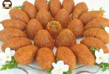 çeşitli tatlılar panosu