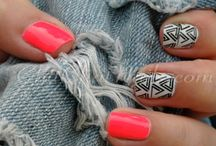 Nail & hair art / With the perfect shoes, you neef the perfect bag. With the perfect outfit you neer the perfect nails!