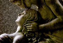 Estatuas en Cementerios