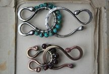 Clasps and Closures / Handmade and unusual clasps and closures for DIY jewelry. Some tutorials, some inspirations. Lots of wire-work clasps, beaded clasps, hooks, links and toggles.