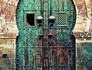 Beb tunsi/ porte e portone della tradizione tunisina/ old tunisien door / Portoni tipici decorati tunisini
