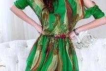 Vestido Abstrato / Manga Morcego Tipo de Saia: vestido de princesa Tecido: Cetim Material: Silk Decote redondo Detalhe nas mangas Côr: Verde Tamanho M