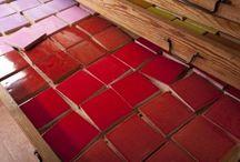 Carrelage cuisine / Carrelage salle de bain unies / carrelage artisanal / faïence / Une palette de faïences unies colorées pour plans de travail et décoration murale.