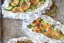 Campfire Foil Meals / Recipes for foil packet outdoor campfire meals. How to cook with aluminum foil.