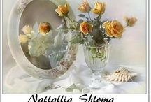 ⊱ Nattallia Shloma ⊰ / ≻ Nattallia Shloma ≺ Nattallia Shloma lives and works in Bryansk and creates such fine still. For many years, enjoys favorite things: teach children in schools, and wondrous flowers grew on the site, happily taking pictures of both. A year ago, became involved shooting floral still life, experiencing untold pleasure from the ability to create songs for your taste and desire.