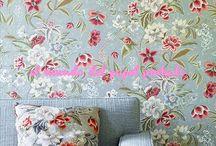 COLEFAX AND FLOWERS / La amplia gama de papeles decorativos de esta reconocida marca británica son el complemento ideal para su colección de tejidos. Diseños exquisitos que aportan una elegancia inconfundible.