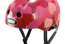 Nutcase helmen / Nutcase helmen zijn niet alleen mooi, ze maken fietsen, skiën of wat dan ook gewoon een stuk veiliger! Bij ons vind je Nutcase kinderhelmen (ook wel Littlenutty genoemd).