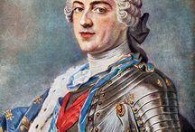 Rococò / Forma d'arte ornamentale, elaborata in Francia dal terzo decennio del 1700, come evoluzione del Barocco. Considerato come l'espressione dell'aristocrazia francese, a quell'epoca dominante in tutta Europa. Si presenta con grande eleganza delle forme e ricca di decorazioni.