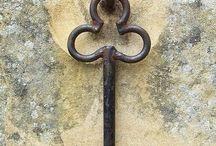 Ключи, замки и двери
