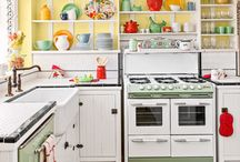 Vintage Kitchen / A selection of vintage items that look great in any kitchen!  #vintage #giftideas