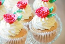 CUPCAKES!!! / by Laura Shipley
