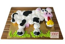 Cupcake Cakes / Using cupcakes to create the perfect design.  Less mess and no need for plates and forks.  These pull apart cakes are made out of individual cupcakes.