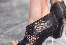 pantofi ciudati