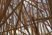 Mireille Fulpius / Mireille Fulpius est une artiste genevoise installée en France. Elle se sert le bois pour créer de volumineuses structures environnementales, du land art.