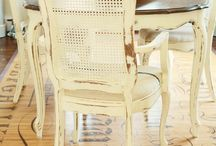 Painted Table and Chairs / Pictures of painted tables and chairs to inspire painting projects.