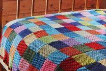 Colcha de Crochê / Nesse board você vai ver lindos modelos de colcha de crochê com gráfico. Inspire-se com ideias de colcha de cama de crochê e também colcha de crochê colorida. Tudo o que você precisa saber colcha de crochê em quadrados. Aproveite! #colchadecroche #colchadecamadecroche #colchadecrochequadrados