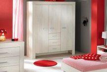 Modernes skandinavisches Design für Groß & Klein / Möbel geprägt vom schlichten Formalismus und detaillierter Ausarbeitung