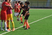 Hazırlık Maçında Beklenmedik Sonuç / Halilefendi semt stadında oynanan özel maçta Arı Spor U-19 takımımız, Senemoğlu Spor A takımı karşısında beklenmedik bir sonuç aldı.