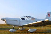 Akrobatický let Brno, Příbram / Na chvíli zapomeňte na pud sebezáchovy a usedněte společně s pilotem do akrobatického letounu Zlín Z-142, abyste pocítili na vlastní kůži přetížení při ostrých zatáčkách, při výkrutu, vývrtkách, střemhlavém letu, letu na zádech a dalších akrobatických prvcích. Pro více info: http://www.impresio.eu/zazitek/akrobaticky-let