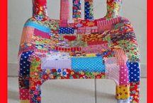 Mesas e cadeiras revestidas com tecido