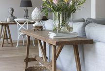 Side Table achter Bank
