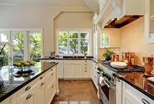 Kitchens / by Michelle Soto