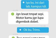 SMS Ibu Kost / Jenis-jenis Ibu Kost dilihat dari caranya membalas SMS atau pesan online. Ibu Kost kamu tipe yang mana hayo?